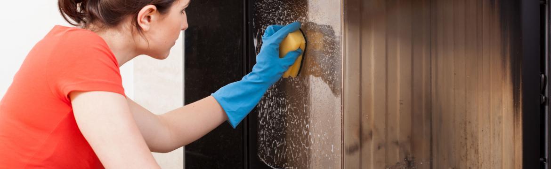Topná sezona je v plném proudu: Jak bojovat s popílkem, sazemi a udržet prostor v okolí kamen v čistotě?