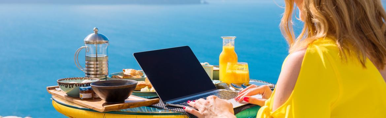 Rady a tipy pro cestování s notebookem nejen v létě