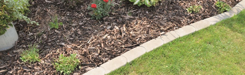 Estetické ohraničení záhonu nebo trávníku má i praktickou funkci