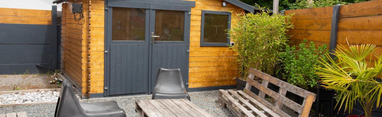 Proč si pořídit zahradní domek a proč se toho nebát, i když máte jen malou zahradu?