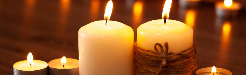 Plamen svíčky jako společník, který nás provází od pradávna: Co symbolizuje a co přináší?