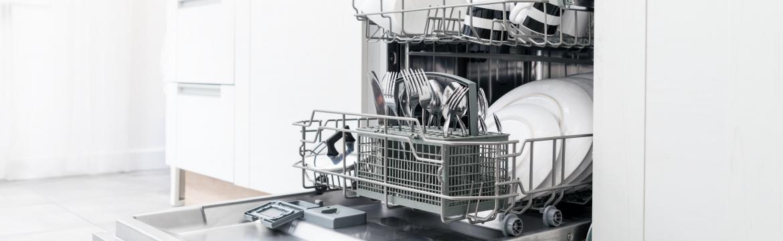 Máte doma myčku nádobí a nejste spokojení s výsledkem mytí? 5 rad, jak dostat z vaší myčky maximum