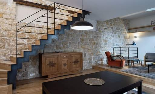 """""""Uzdravený"""" dům z pařížského předměstí dýchá rodinnou pohodou"""