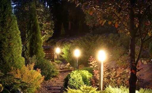 Rozehrajte na zahradě omamnou hru světla a stínu