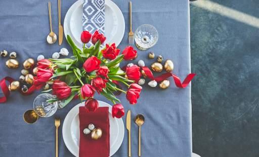 Velikonočnímu stolu sluší tradiční i moderní výzdoba