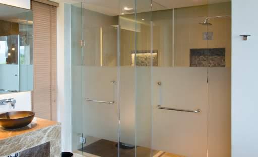 Máte doma pískované sklo? A víte, jak o něj správně pečovat?