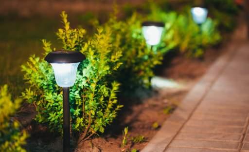 V zahradě můžete svítit ekonomicky i ekologicky