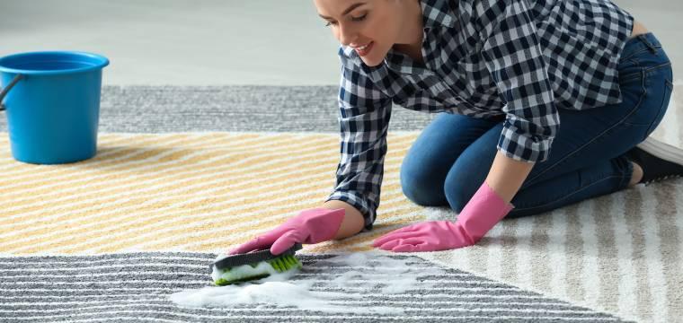 K předvánočnímu úklidů patří i čištění koberců. Jak jednoduše vyčistit koberce?