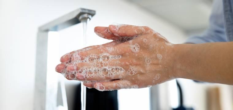 Dezinfekce: Jak si vyrobit dezinfekci doma a proč není nenormální běžně dezinfikovat povrchy