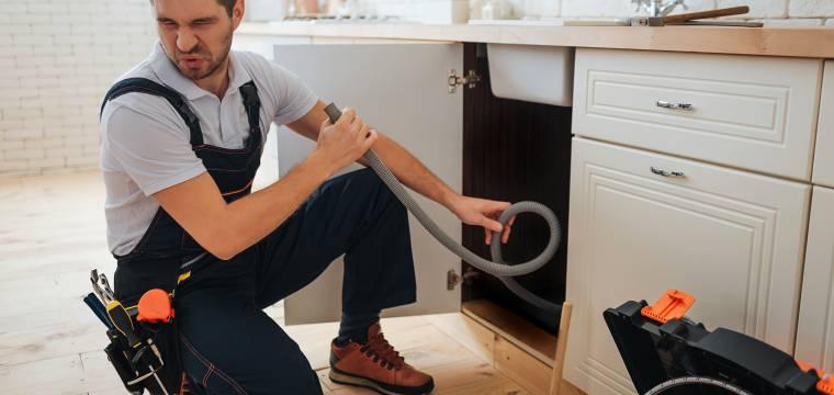 4 případy, kdy je nutné vzít nohy na ramena, když doma zaznamenáte neobvyklý zápach