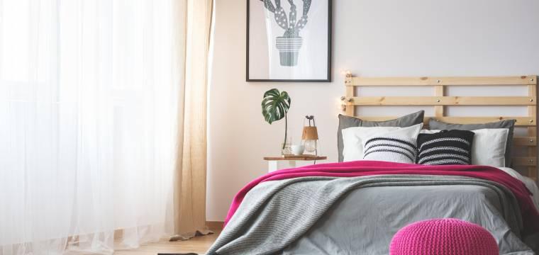 Pár dobrých tipů, jak rychle a efektivně uklidit ložnici. Na co nezapomínat?