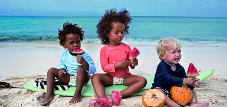 Na zahrádku či pláž s kyblíčky, lopatičkami a kolekcí oblečení LÄSSIG Splash & Fun s ochranou UPF 50+
