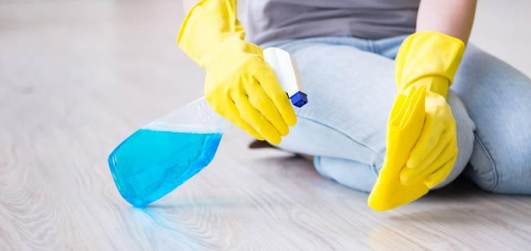 Dezinfekce domácích povrchů: Jak doma uklidit bezpečně a efektivně
