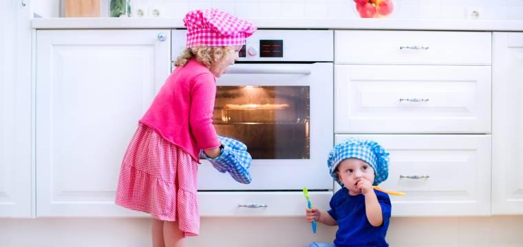 Jak kuchyň chytře a efektivně uzpůsobit dětem?