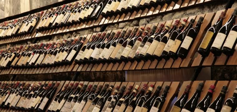 Etiketa na vinné lahvi vypovídá o kvalitě moku, který ukrývá. Naučte se v ní číst
