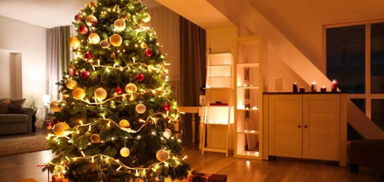 Ozdobte letos vánoční stromeček jako profesionálové: Poradíme, jak na to