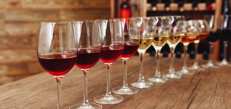 Základní typy sklenic, které by neměly chybět ve vaší domácí výbavě